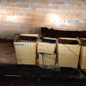Encuentran material explosivo camuflado en canastas de totora