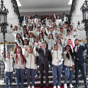Deportistas olímpicos y paralímpicos participaron en homenaje junto al presidente de la República