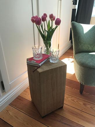 Blumen im Büro mit Sessel