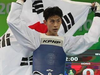 El luchador de taekwondo surcoreano Kim Tae-hun gana el oro en la división masculina de 58 kilos