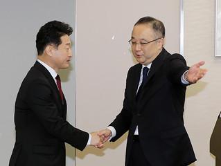 Seúl y Tokio estrechan posturas sobre sistema de control de exportaciones.