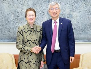 El vicecanciller mantiene diálogos con la jefa de Unicef