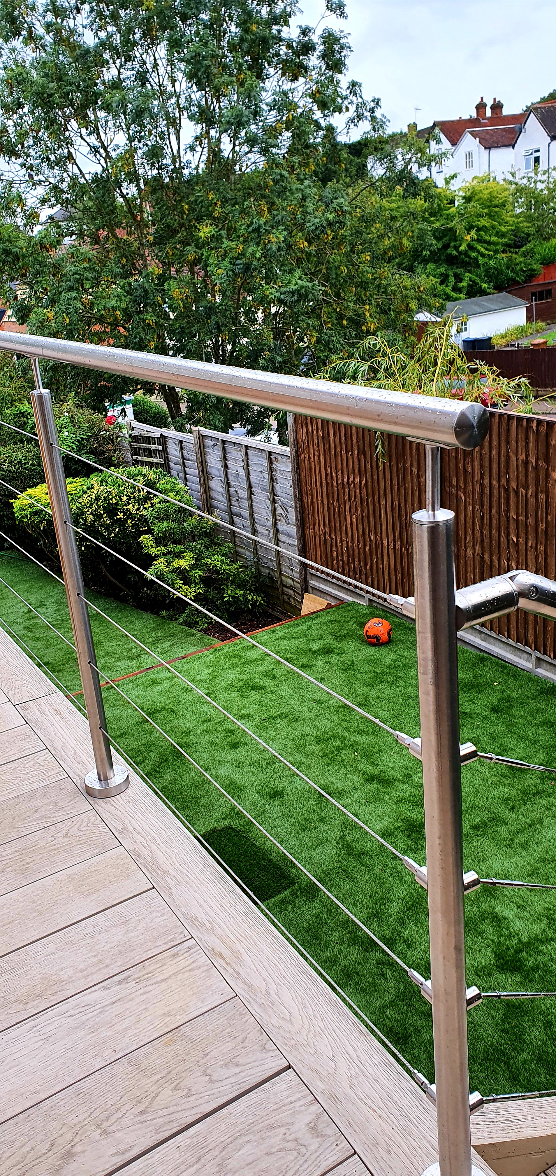 Stainless steel handrail and wires