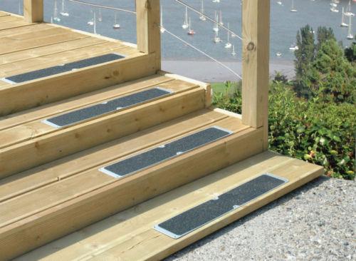 Anti slip decking plates