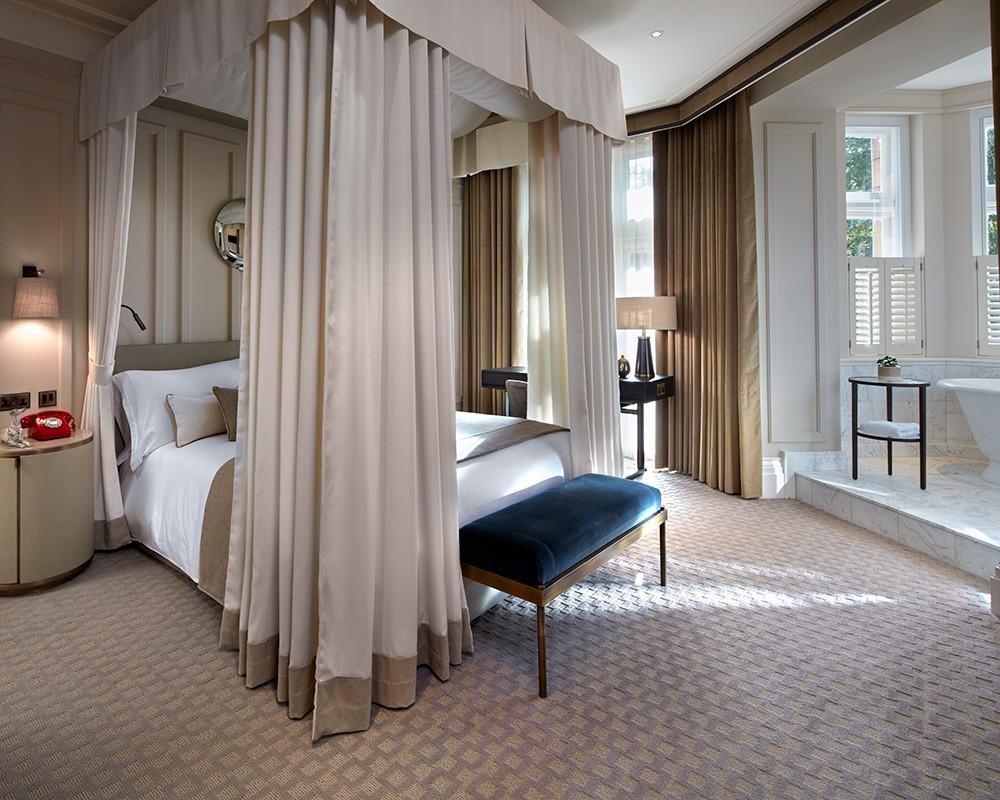 Amazing luxury bedroom.