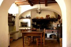 Oude keuken met grote schouw