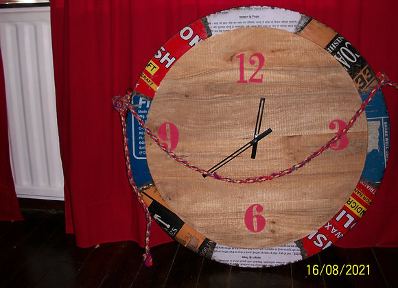 Grande horloge en éléments recyclés