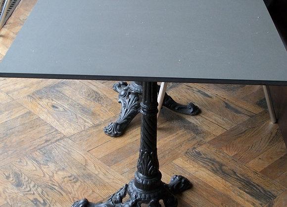 3 tables carrés + 6 chaises