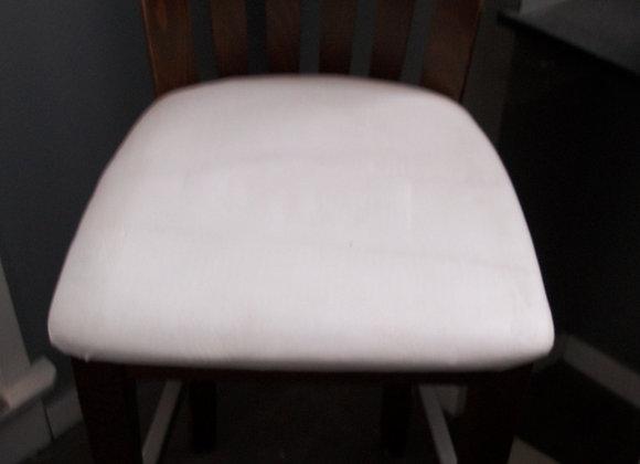 Chaise haute en bois noble