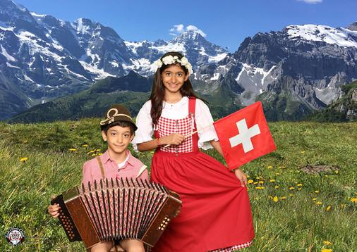 be happy be Swiss - lustiger Schweizer Fotospass nur bei Heidi's Photo Chalet in Interlaken