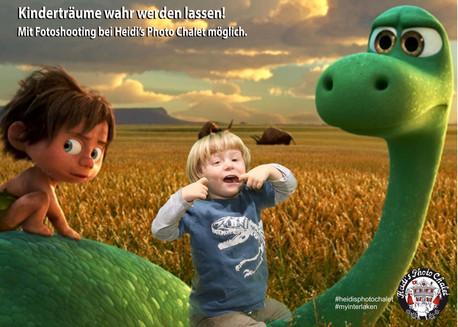Auf dem Dinossaurier reiten - kein Problem bei Heidi's Photo Chalet in Interlaken