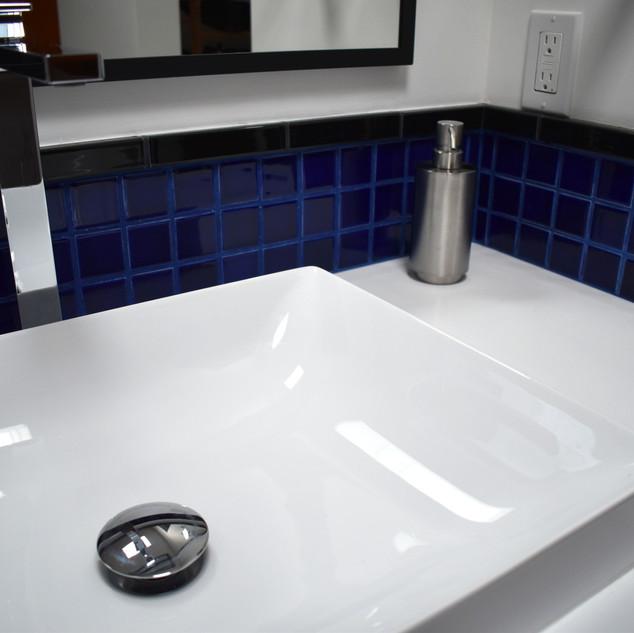 A Piet Mondrian inspired bathroom