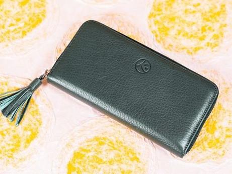 """日本唯一の""""紙の神様""""へ祈祷した 縁起のよい「越前和紙」が映える開運財布"""