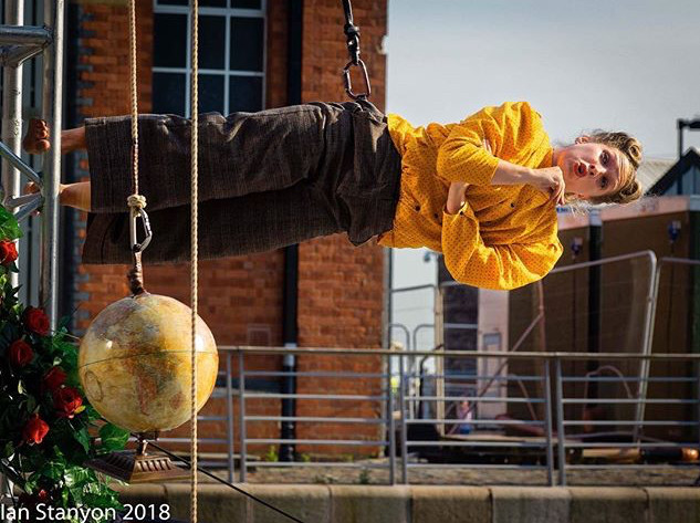 Production: To Me, To You... (Wired Aerial Theatre) Photographer: Gareth Jones