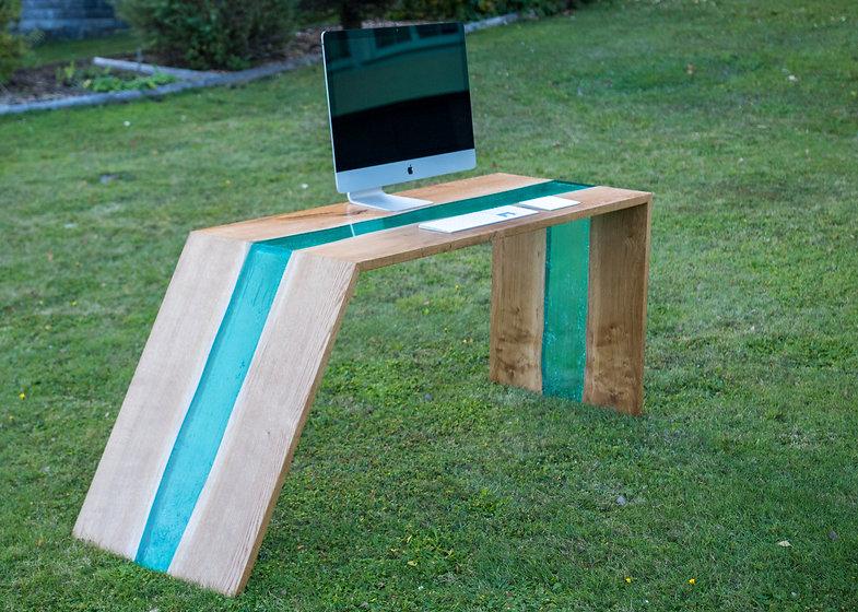 Designer Tisch Kunstharz-5291.jpg
