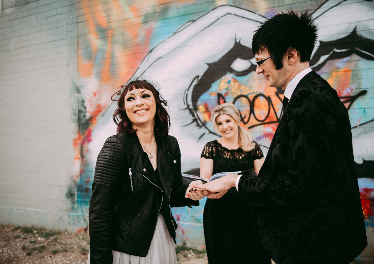 las vegas wedding officiant 8.jpg