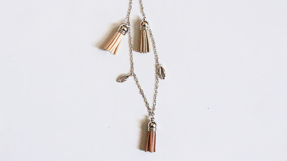 BEIGE TASSEL AND COWRIE AESTHETIC CHAIN
