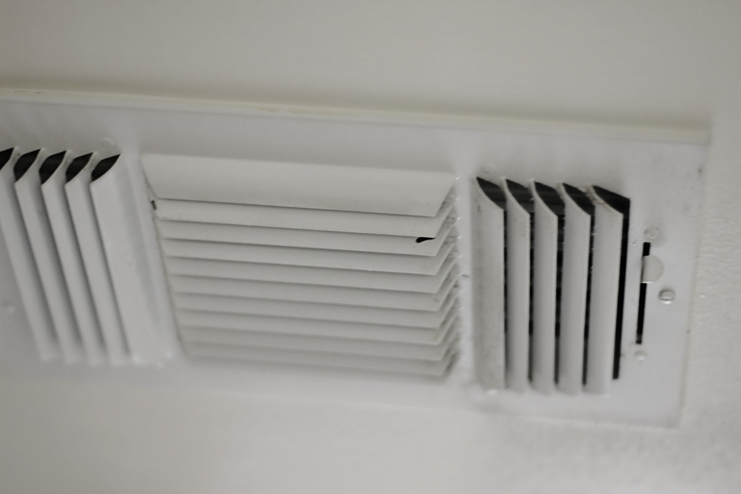 mold in window air conditioner vents expert event. Black Bedroom Furniture Sets. Home Design Ideas