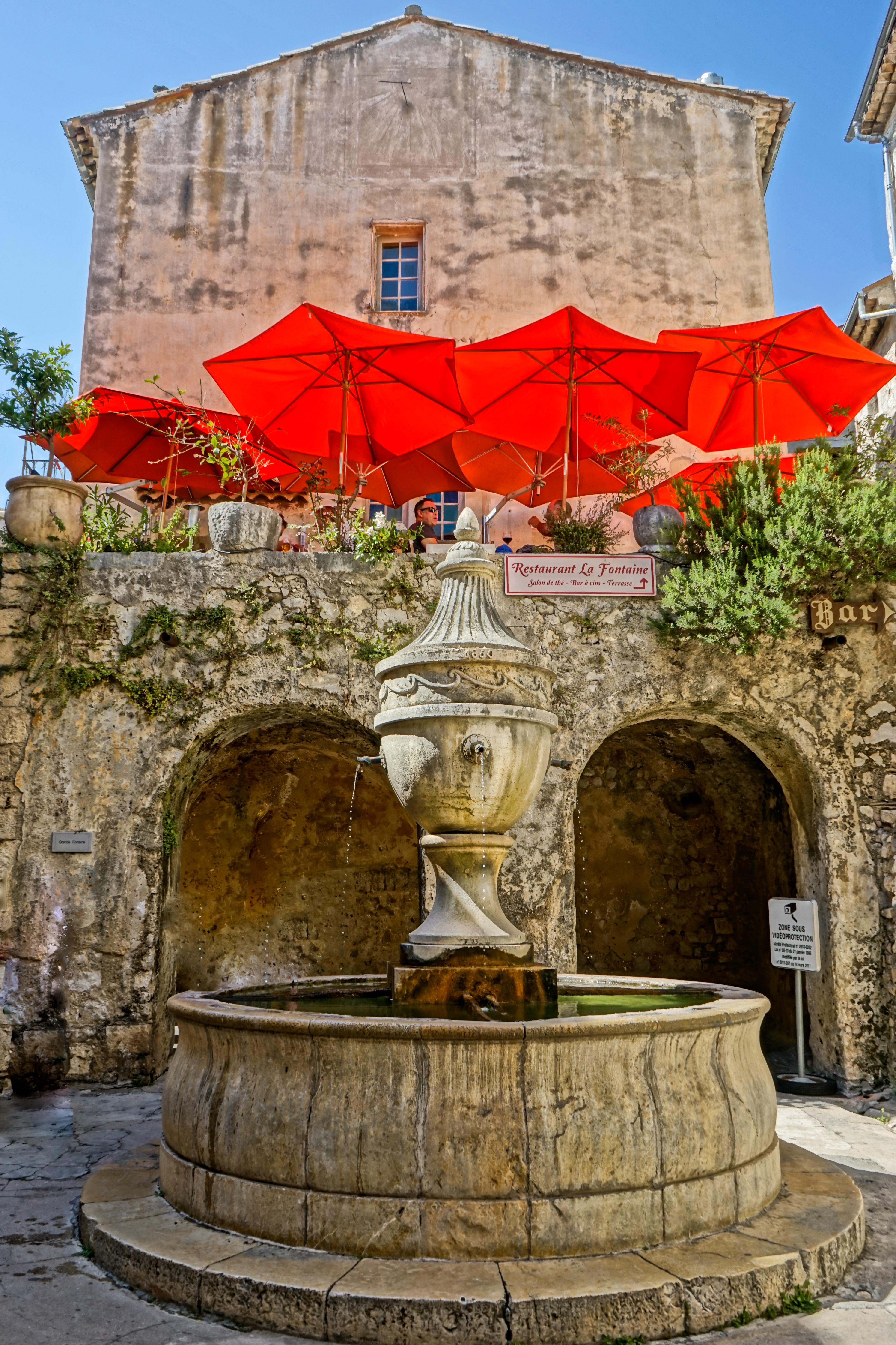 Fountain St P de V