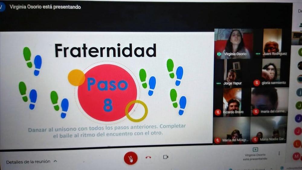 Captura de pantalla de una reunión virtual, compartiendo una presentación