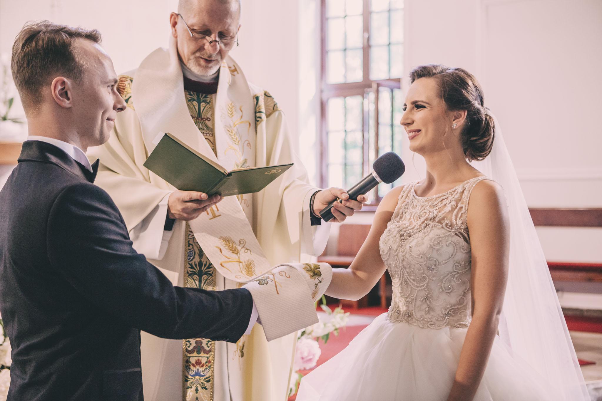 reportaż ślubny kościół