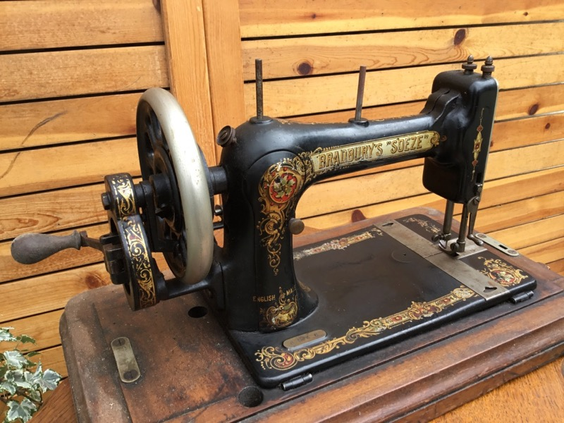 Sewing Machine(BRADBURY'S SOEZE)
