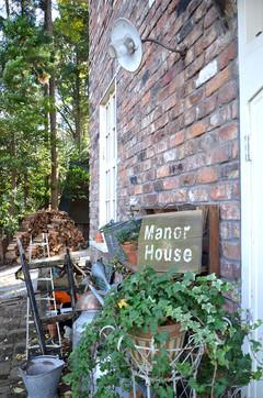 manor_2.jpg