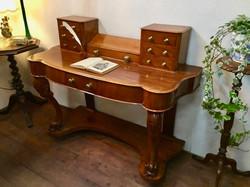 Lady Desk 1880年代