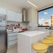 cozinha arejada branca