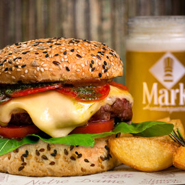 Burger com pepperoni do Mark Hamburgueria
