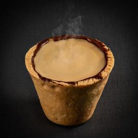 Café espresso no copo de cookie do Chocólatras Anônimos