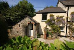 apple-loft-cottage-for-two-outside