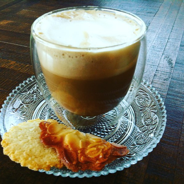 My kind of coffee... Soy milk with almond cookie. Double glass. Extra hot