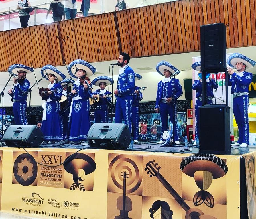 mariachis.en.medellin45