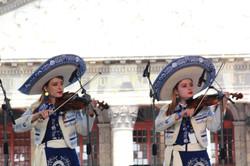 mariachi con mujeres