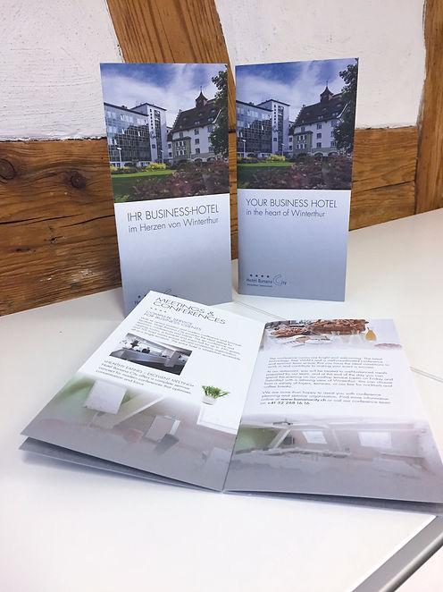 Grafik, Gestaltung, Produktionskoordination, Hotelbroschüre, deutsch, englisch, Hotel Banana City Winterthur