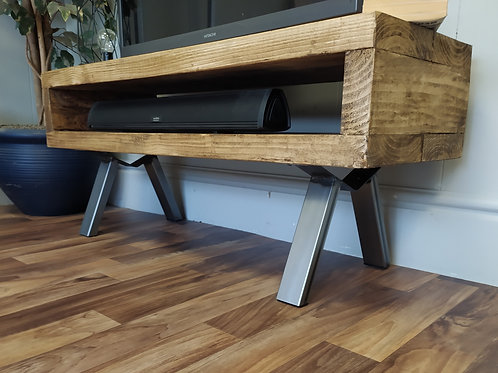 613 : Tv stand with V design style legs low table