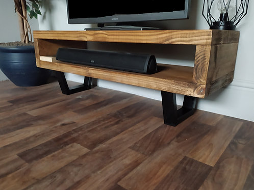 601 : Tv stand with black calia style legs low table
