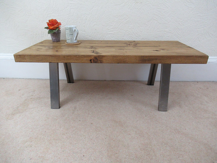 498 : Coffee table, simply stylish rustic industrial table