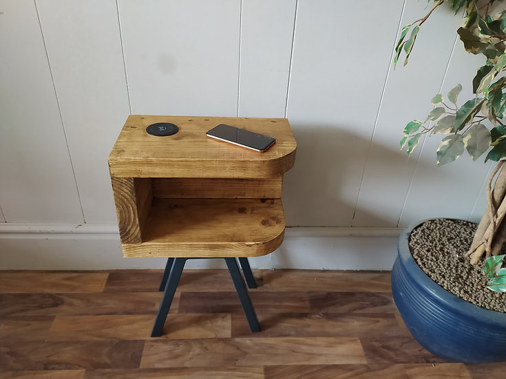 629  : Side table with wireless and usb charging station