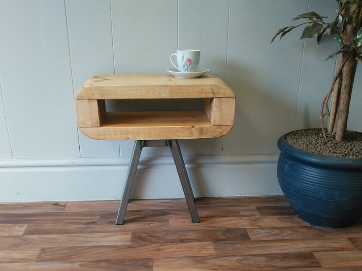 308 : Retro style slim side or bedside table