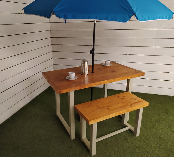 634 : Garden table, painted frame, outdoor table, antique oak finish