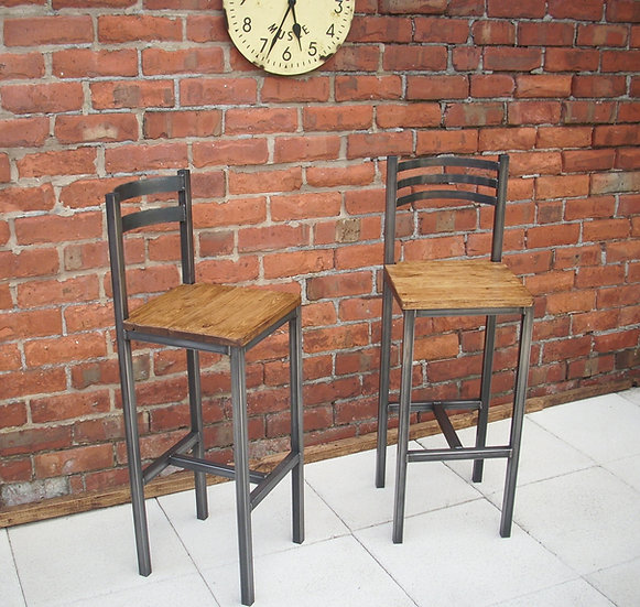 193: Bar stool / chair rustic industrial bar stool
