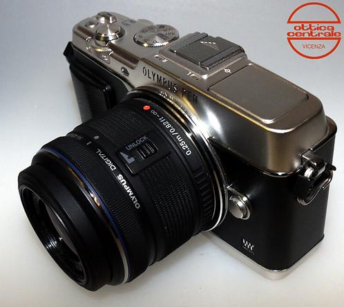 Fotocamera Olympus E-P5 + Obiettivo Olympus 14-42 mm f / 3.5-5.6