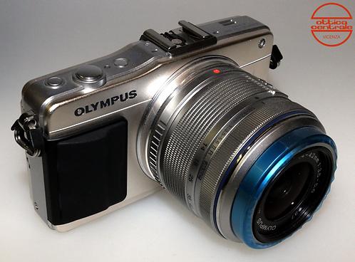 Fotocamera Olympus  E-PM2 + Obiettivo Olympus 14-42 mm f / 3.5-5.6