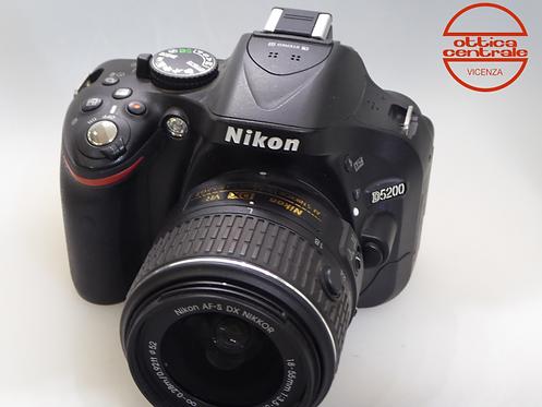 Fotocamera Nikon D5200 con 18/55