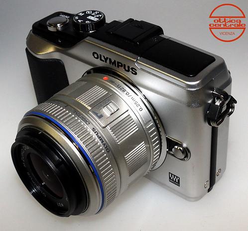 Fotocamera Olympus E-L2 + Obiettivo Olympus 14-42 mm f / 3.5-5.6