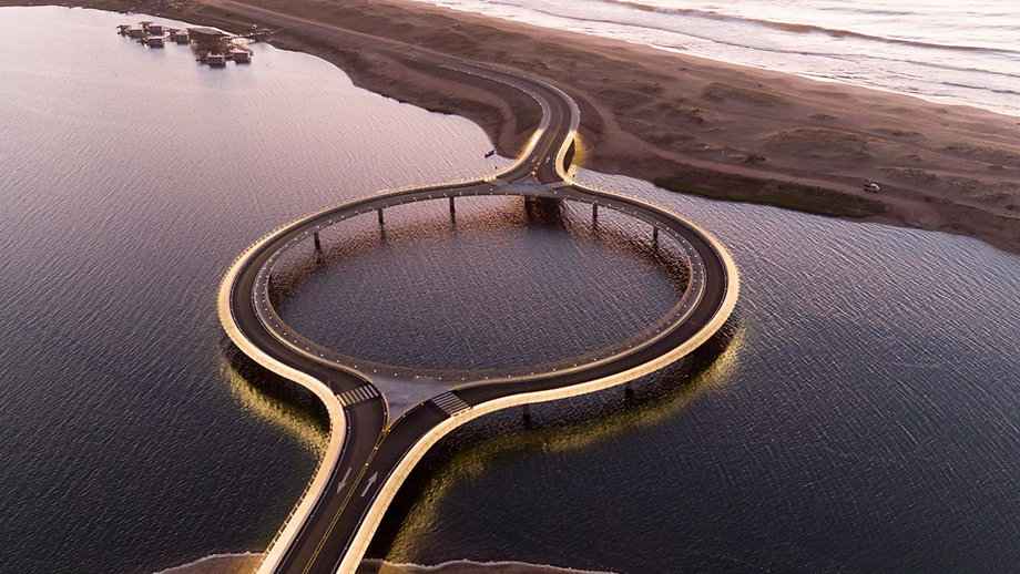 Arch2O-laguna-garzon-bridge-rafael-vinol