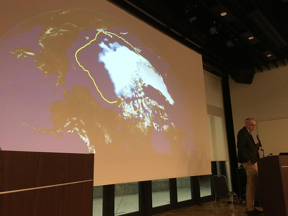 南極の氷床縮小について話すビルさん