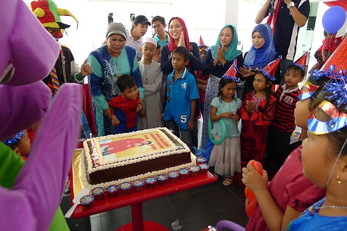 clown malaysia, clown, malaysia, birthday party, magician, magic show, hafidz the wizard, party planner